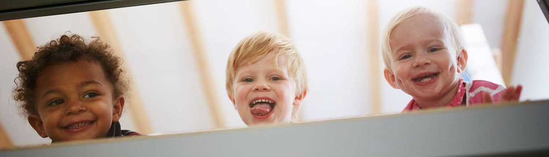 Puenktchen-Kinder lachend