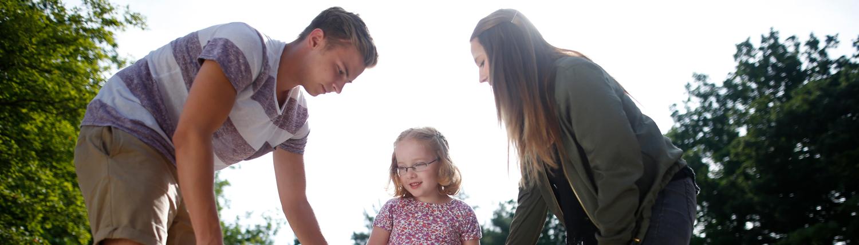Freiwilliges Soziales Jahr - Jugendliche mit Kind in Freiem