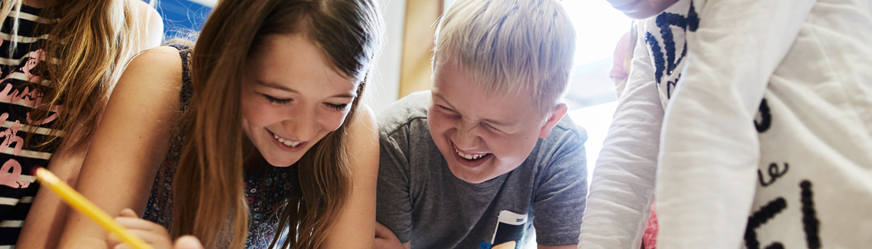 Integrative Hilfen Schulkinder lachend