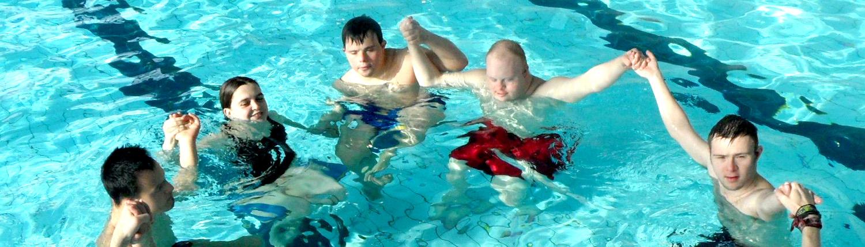 Was wir bieten Jugendliche in Schwimmbecken