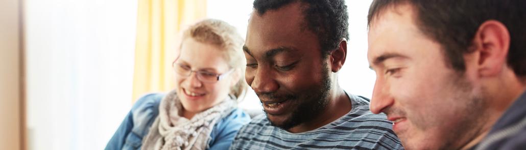 Lebenshilfe - Ehrenämter - drei Menschen nebeneinander